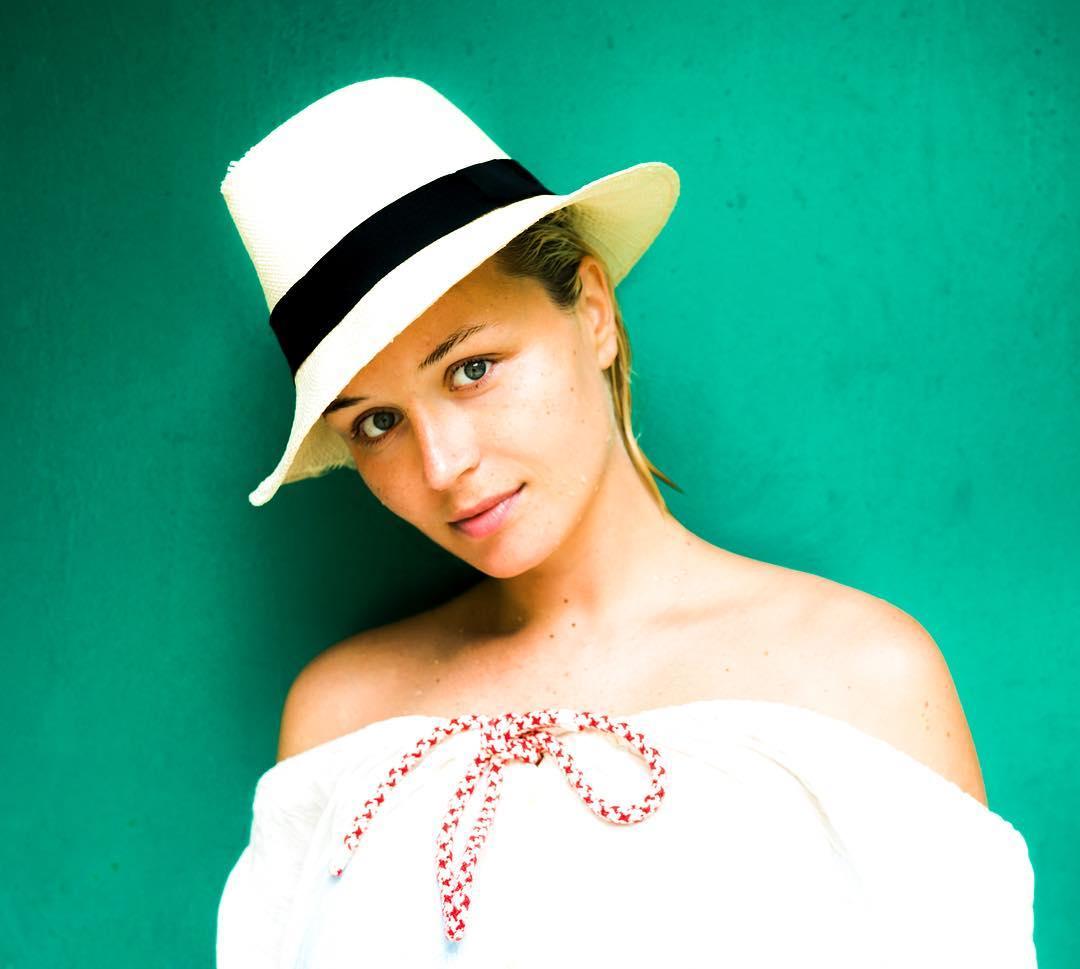 Полина Гагарина шокировала фанатов снимком без макияжа