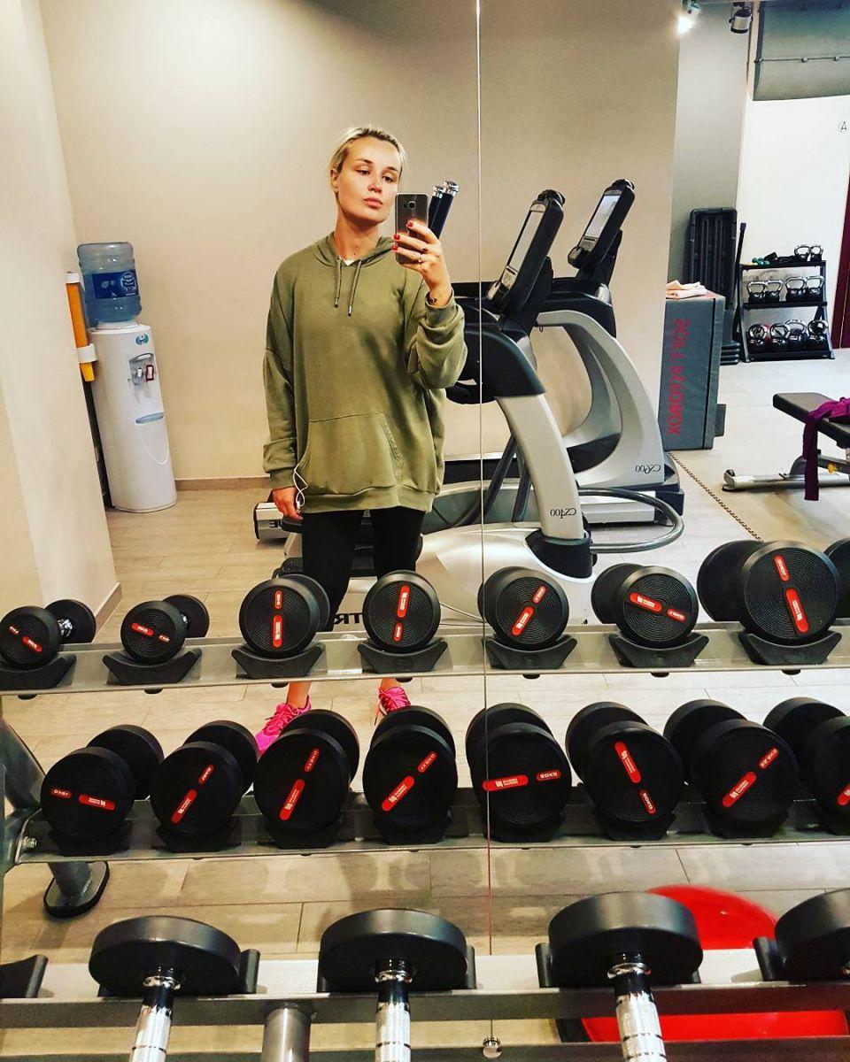 Беременная Полина Гагарина вместе с мужем занимается спортом