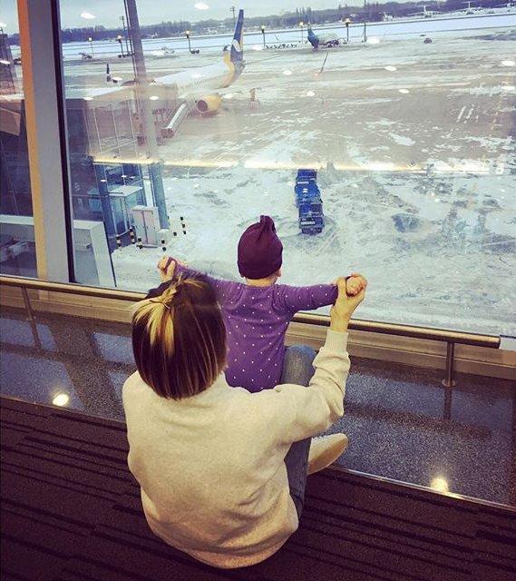 Горячая мамочка: Анита Луценко позирует в купальнике с дочерью