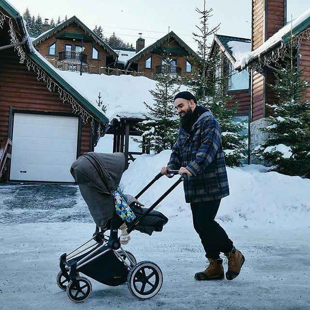 Юлия Санина показала трогательное фото мужа с сыном