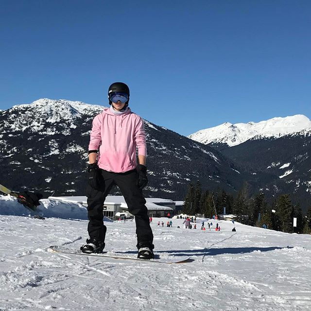 Семейство на отдыхе: Виктория и Дэвид Бекхэм с детьми катаются на лыжах