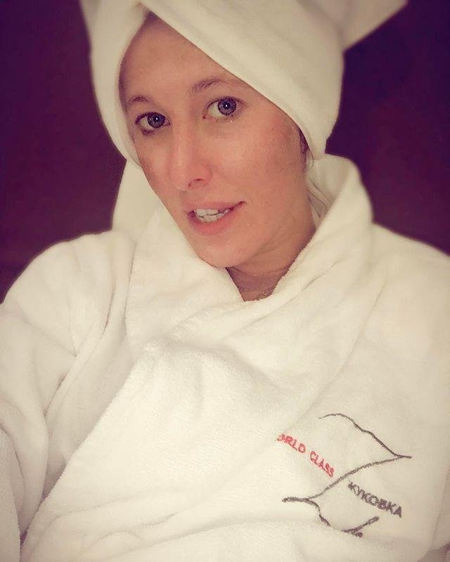 Словно девочка: Ксения Собчак поделилась селфи без макияжа