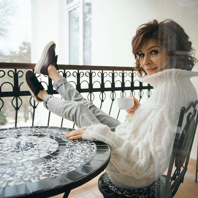 Беременная Елена Подкаминская показала фото в свадебном платье
