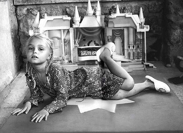 Маленькая принцесса: Лили-Роуз Депп поделилась сказочным детским фото