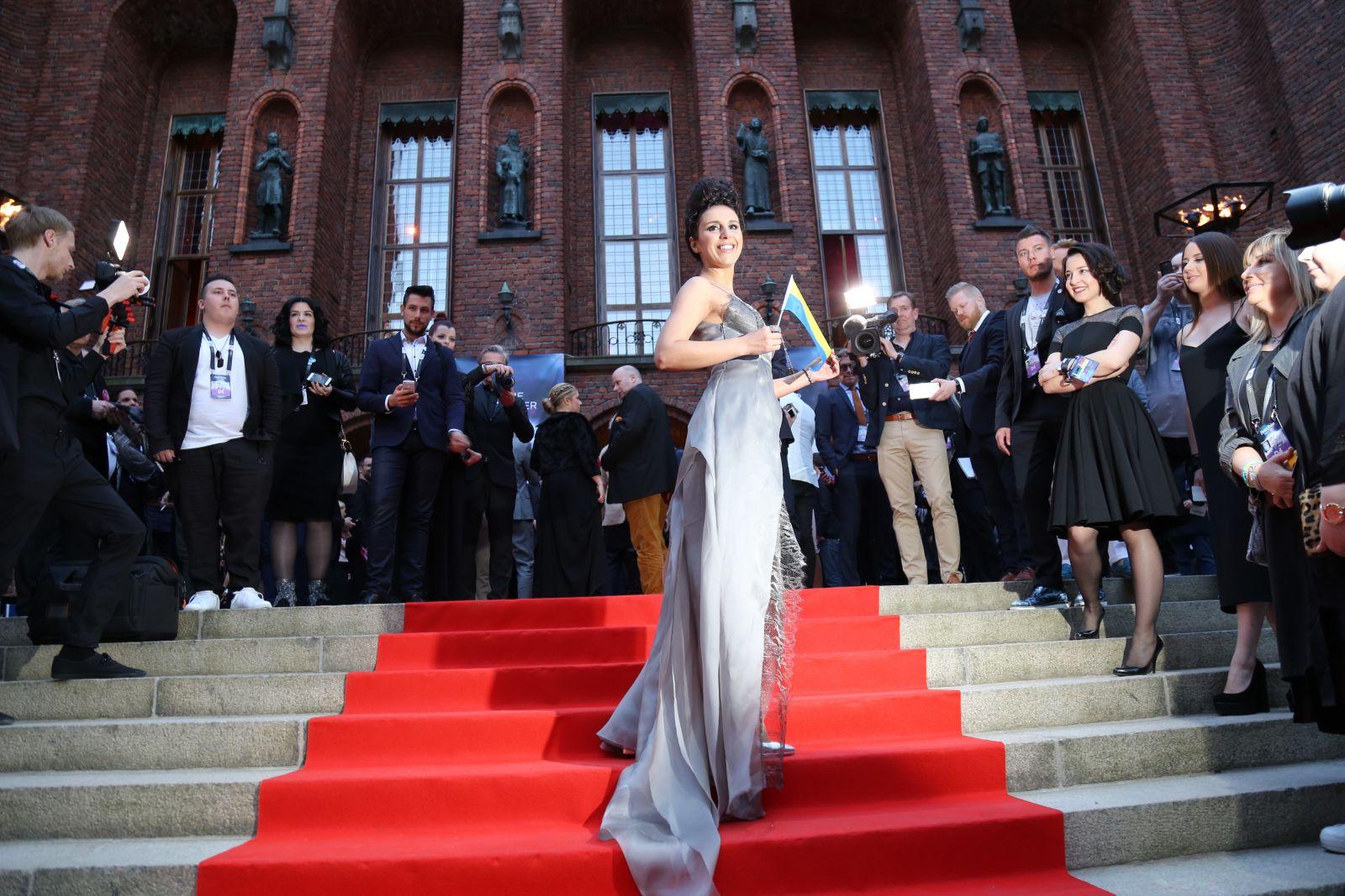 """Джамала в элегантном платье на красной дорожке """"Евровидения-2016"""""""