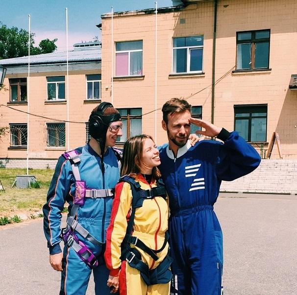 Макс Барских впервые прыгнул с парашютом