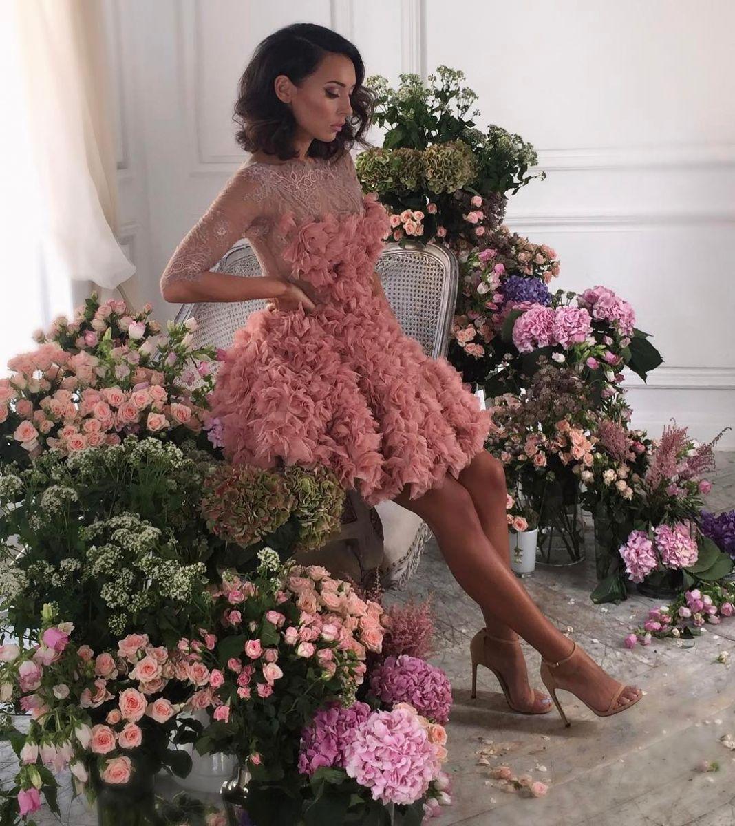 Привет, весна: Алсу блистает роскошное платье из цветов