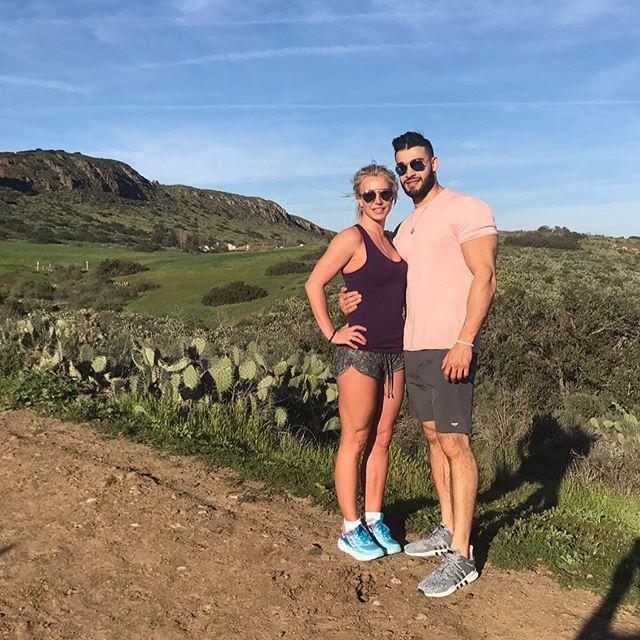 Молоды и счастливы: Бритни Спирс показала новое фото с возлюбленным