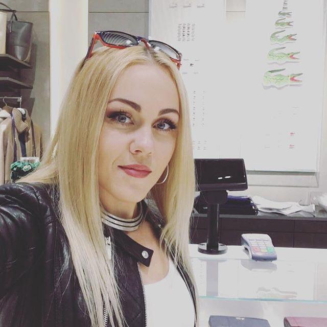 Певица Alyosha опубликовала постельное фото без мейкапа
