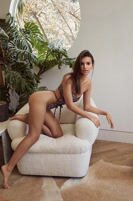 Фигура мечты: Эмили Ратаковски снялась в соблазнительной фотосессии для рекламы бикини собственного дизайна
