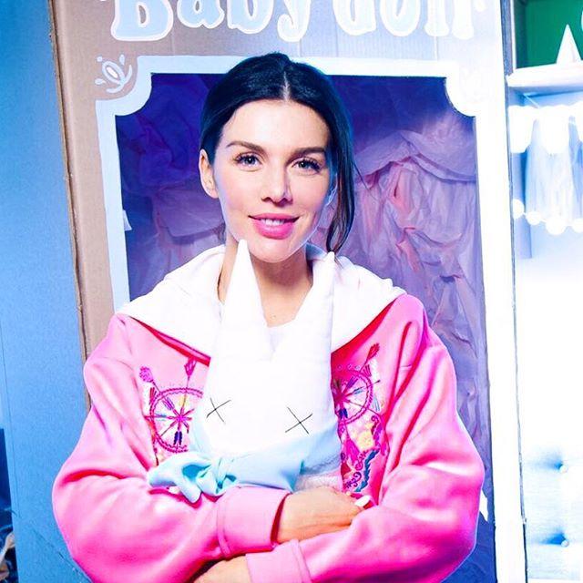 Анна Седокова рассказала, насколько поправилась за время третьей беременности