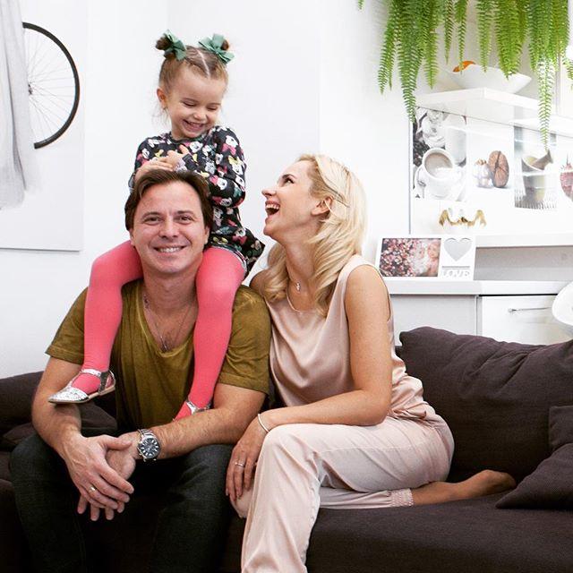 Прекрасная компания: Лилия Ребрик поделилась ярким фото с Юрием Горбуновым, Ольгой Сумской и другими звездами