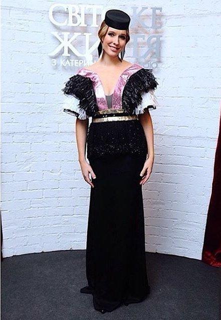 """Декрет окончен: Катя Осадчая позирует в стильном мини-платье на """"Голосе країни"""""""