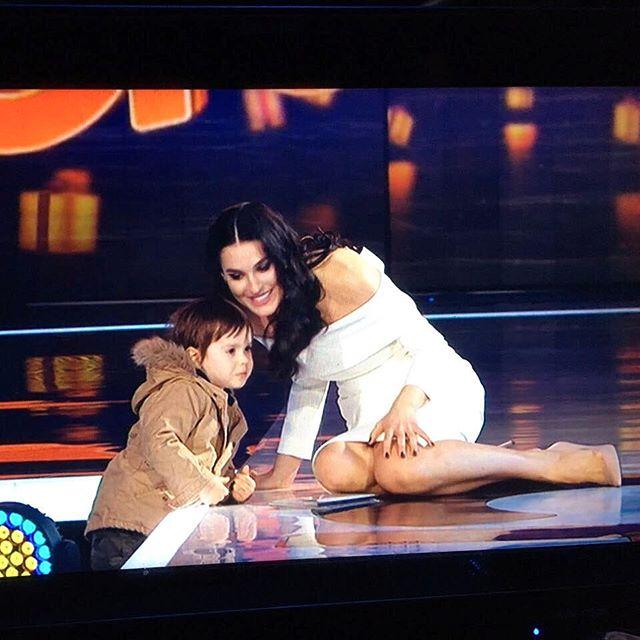 Фотофакт: сын Маши Ефросининой появился на съемочной площадке вместе с мамой