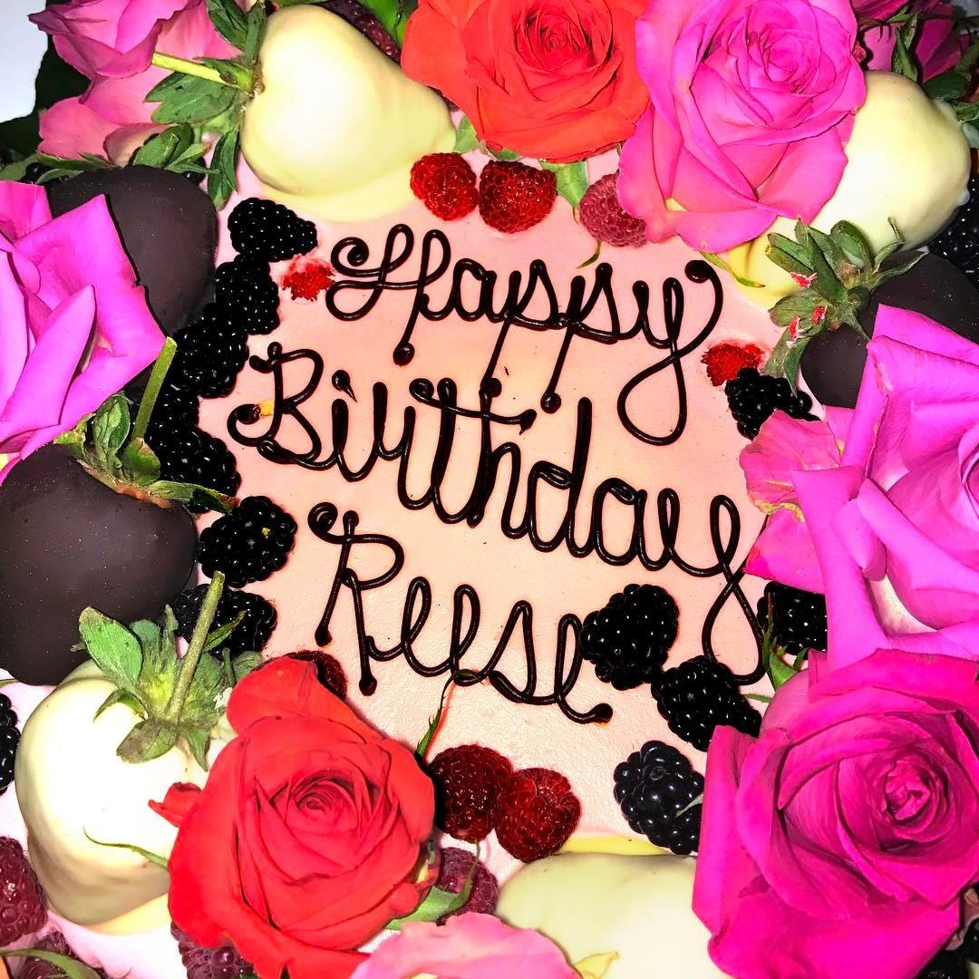 Счастливый день рождения: Риз Уизерспун отметила 41-летие в кругу семьи