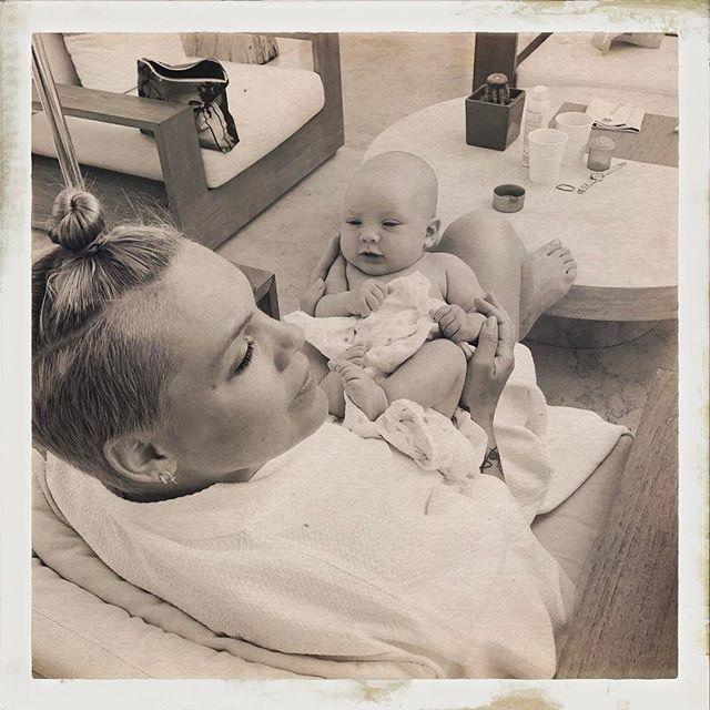 Пинк поделилась умилительным фото с маленьким сыном