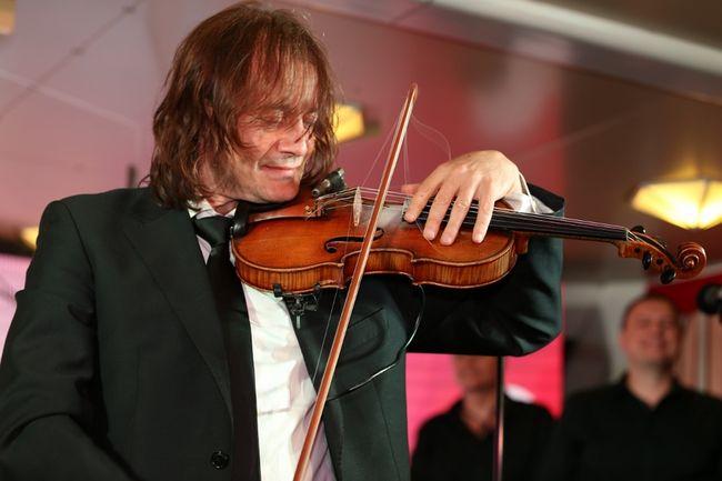 Олег Скрипка поздравил Владимира Дороша с премьерой