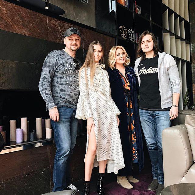 Когда все в сборе: в сети появились снимки Софии Ротару с ее семьей