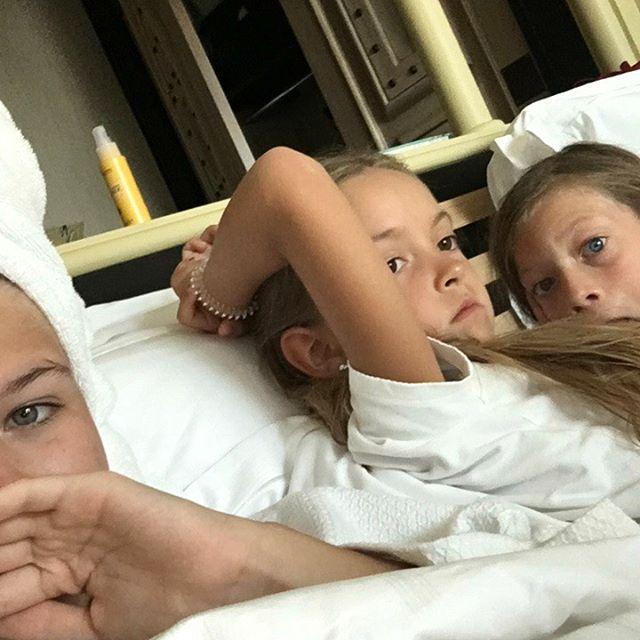 Дочь Веры Брежневой засыпала сеть забавным снимками с младшей сестрой
