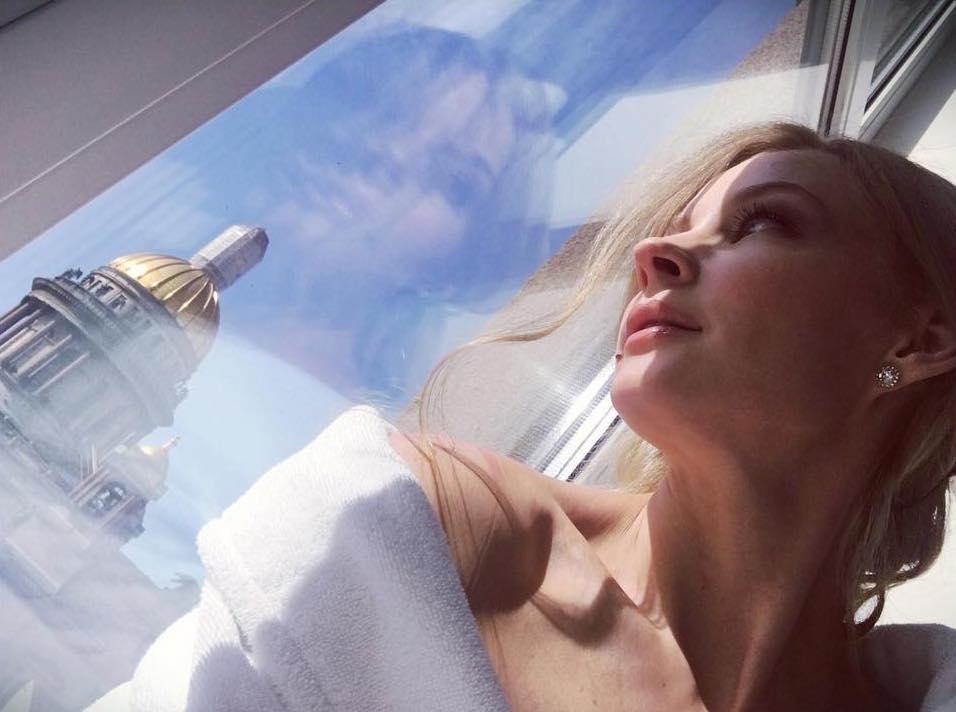 Сама нежность: Светлана Ходченкова подлечилась первым фото с возлюбленным