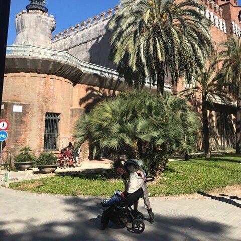 Семейное путешествие: Ольга Цибульская с любимым мужем и сыном отдыхает в Барселоне