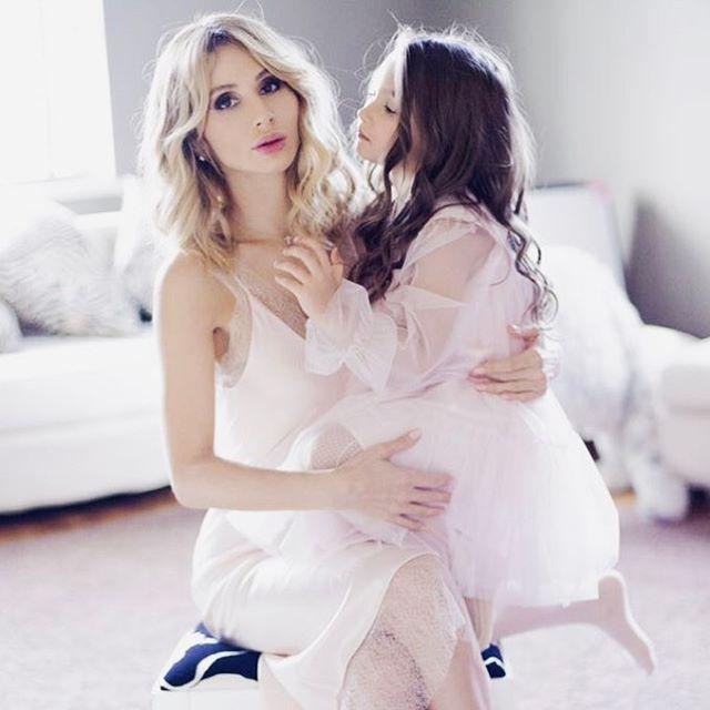 Loboda трогательно поздравила дочь Еву с 6-летием и засыпала сеть снимками с ней