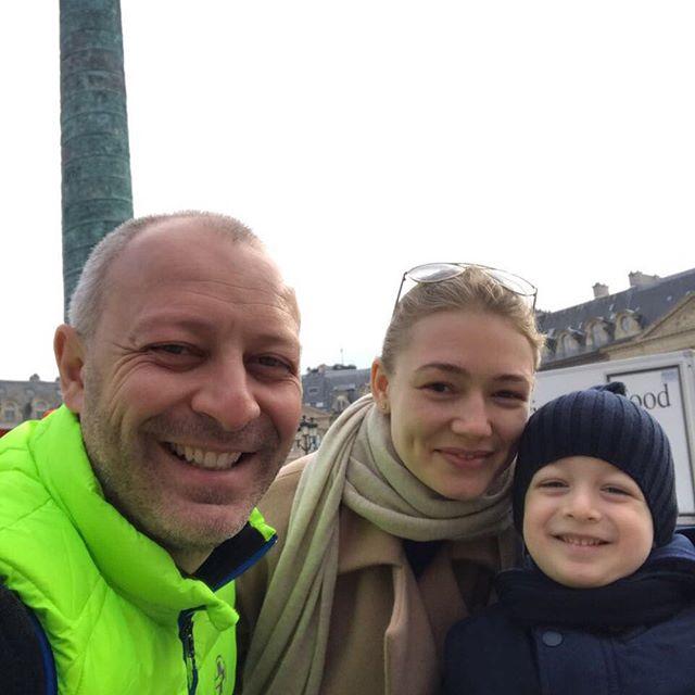 Оксана Акиньшина поделилась редким фото с мужем и сыном