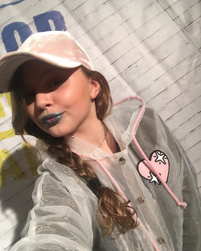 Ах, эти синие губы: дочь Ольги Фреймут вновь удивила ярким макияжем