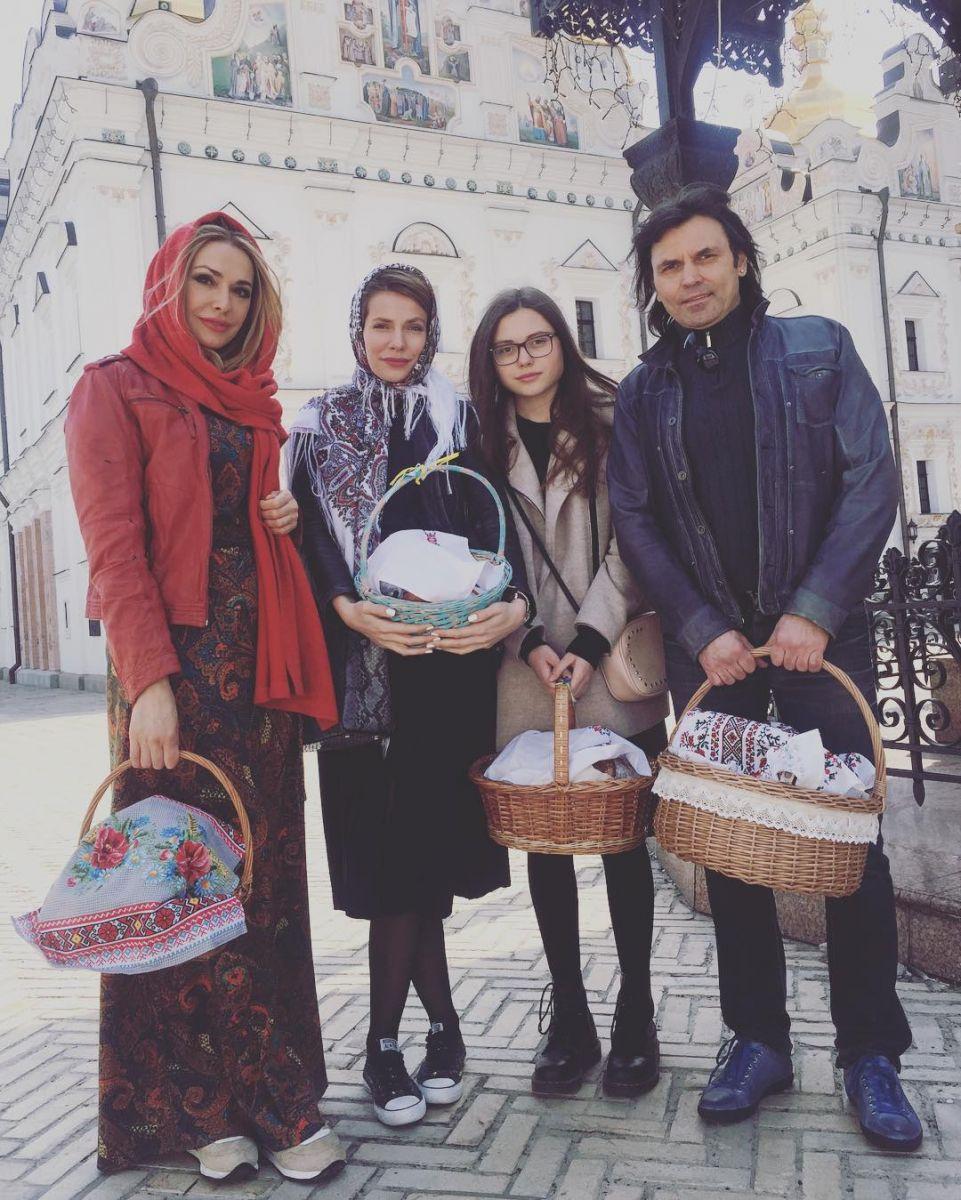 Ольга Сумская с мужем и дочками