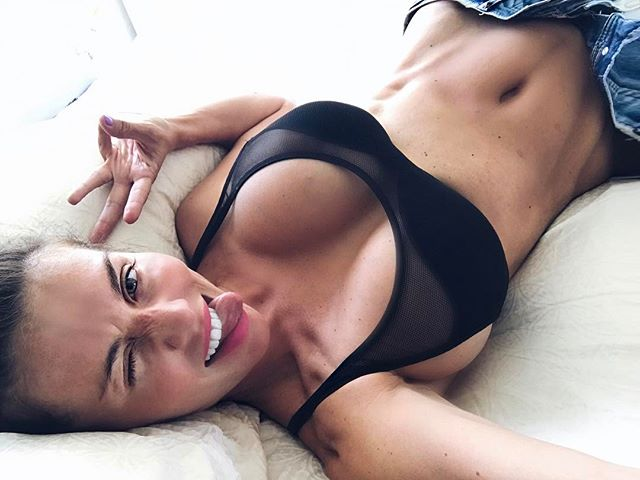 Какие формы: Анна Седокова показала фото с первой тренировки после родов