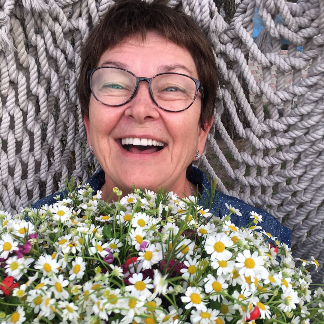 Сестра Жанны Фриске засыпала сеть снимки их мамы в честь ее дня рождения