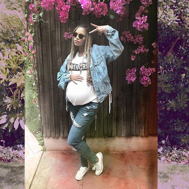 Джинсолук: беременная Бейонсе продмонстрировала новый образ