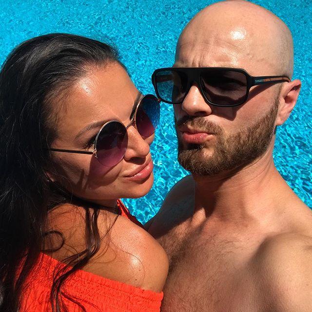 Любовь у бассейна: Влад Яма поделился редким фото с женой
