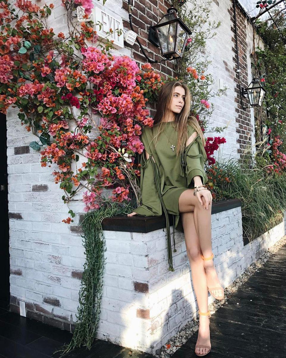 Внучка Софии Ротару восхищает стройными ногами в коротеньких мини