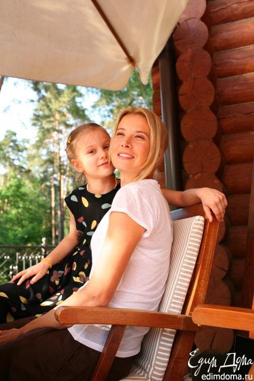 Юлия Высоцкая с дочерью Машей