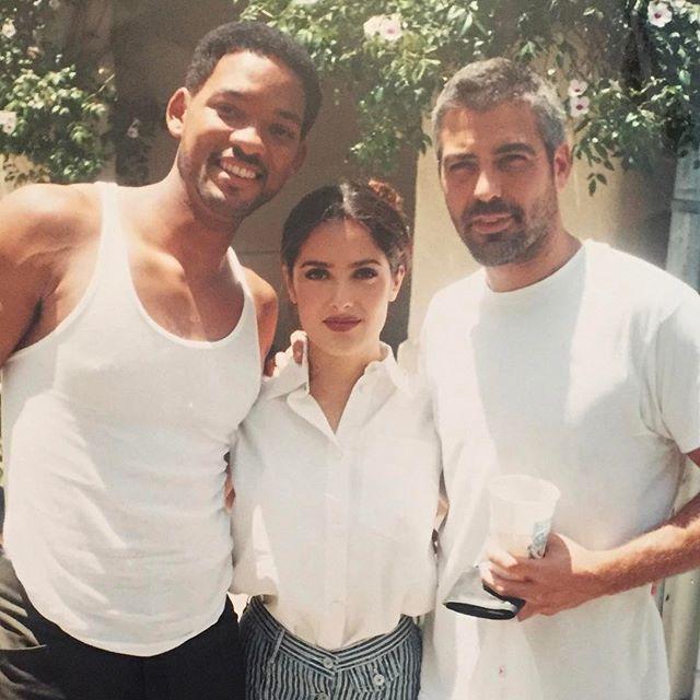 Как молоды мы были: Сальма Хайек опубликовала раритетное фото с Уиллом Смитом и Джорджом Клуни