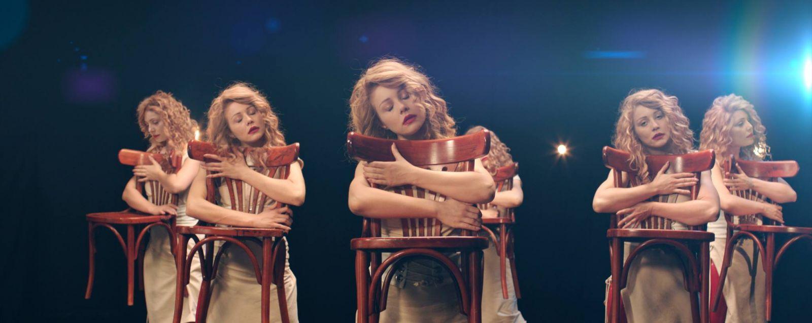 Тина Кароль и ее точные копии в новом клипе Я не перестану