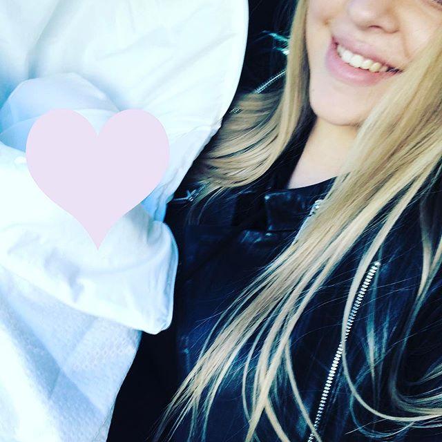 Виктория Петрик засыпала сеть снимками с любимым мужем и новорожденным сыном