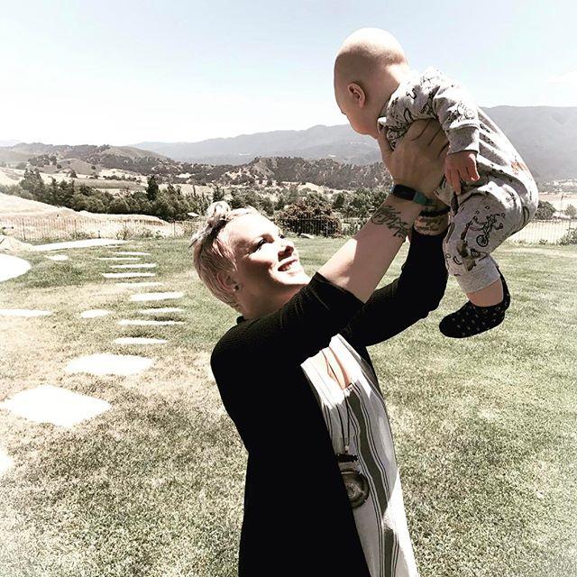 Само умиление: трогательные фотографии певицы Пинк и ее подросшего сына