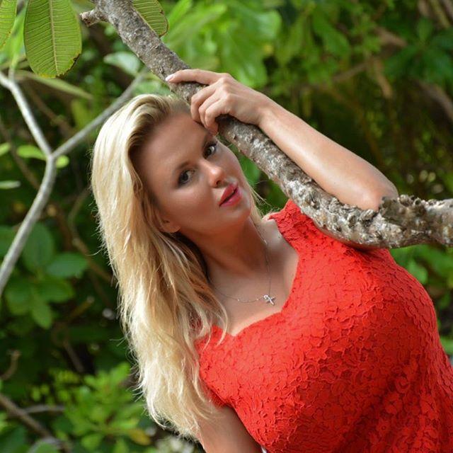 Анна Семенович подогрела слухи обеременности