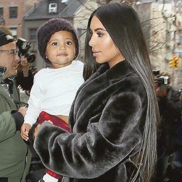 Третьему ребенку быть: Ким Кардашьян и Канье Уэст наняли суррогатную мать