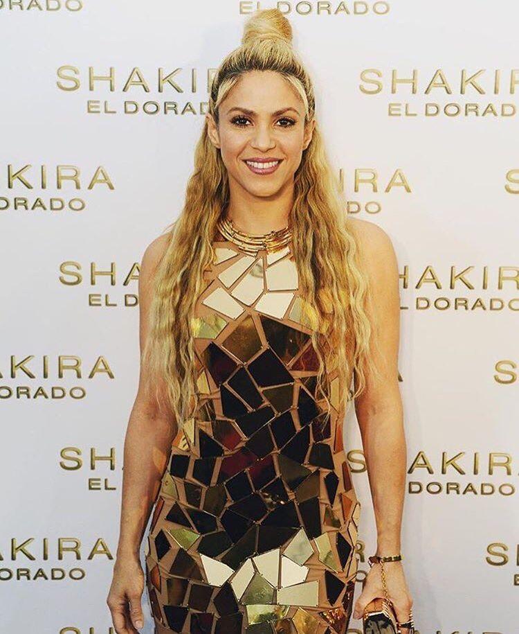 Шакира покорила публику в золотом наряде на презентации нового альбома