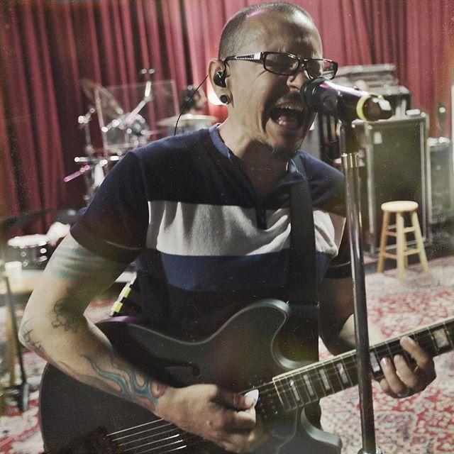 """Жена покойного солиста Linkin Park: """"Он наконец свободен от своих страданий"""""""