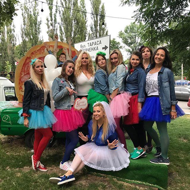 Свадьбе быть: Тоня Матвиенко отметила девичник в пышной белой пачке
