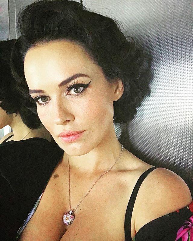Одесские хроники: Даша Астафьева соблазняет в сексуальном боди