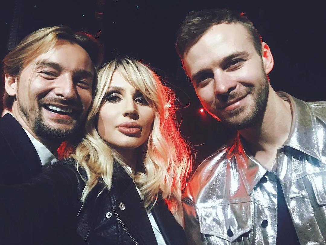 Макс Барских поцеловал Светлану Лободу на премии Муз ТВ 2017
