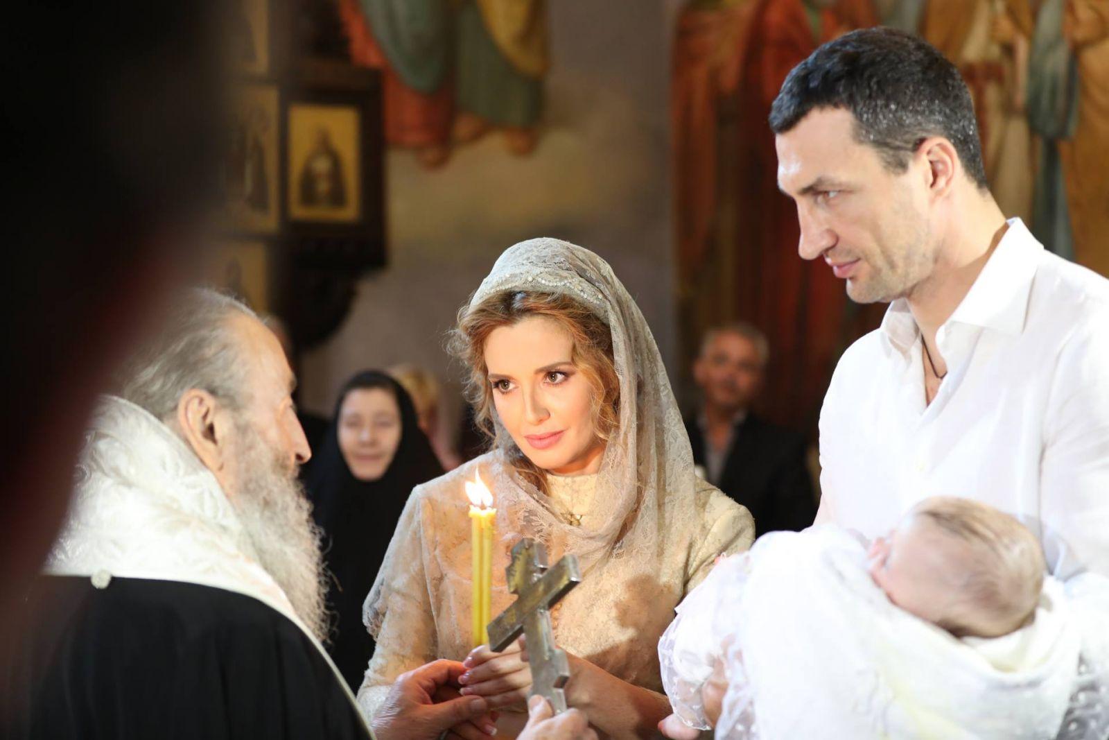 Владимир Кличко и Оксана Марченко стали крестными дочери Нестора Шуфрича