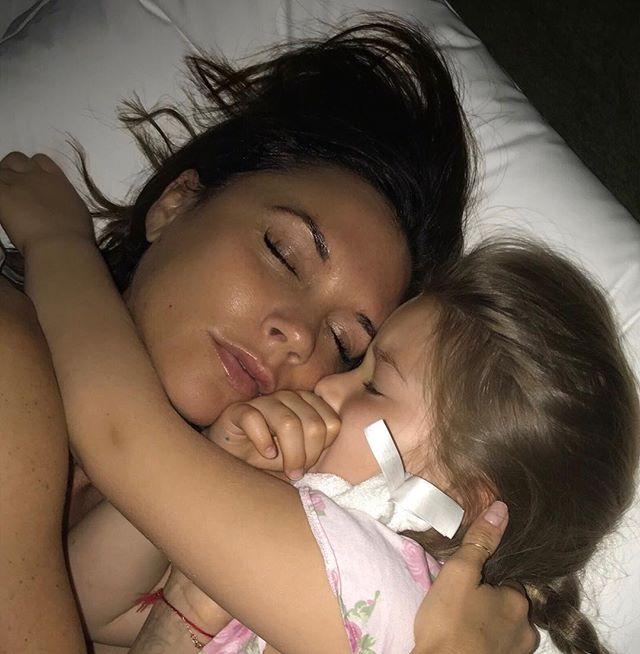 Самая лучшая мама: Виктория Бекхэм растрогала подписчиков нежным фото с малышкой Харпер