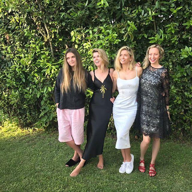Как похожи! Новое семейное фото Веры Брежневой с сестрами