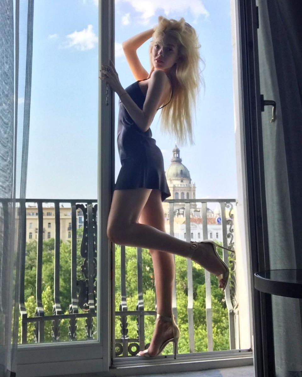 """Солистка """"ВИА Гры"""" Эрика Герцег заинтриговала признанием в любви к таинственному мужчине"""